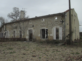 Old house and barn for renovation in Vienne